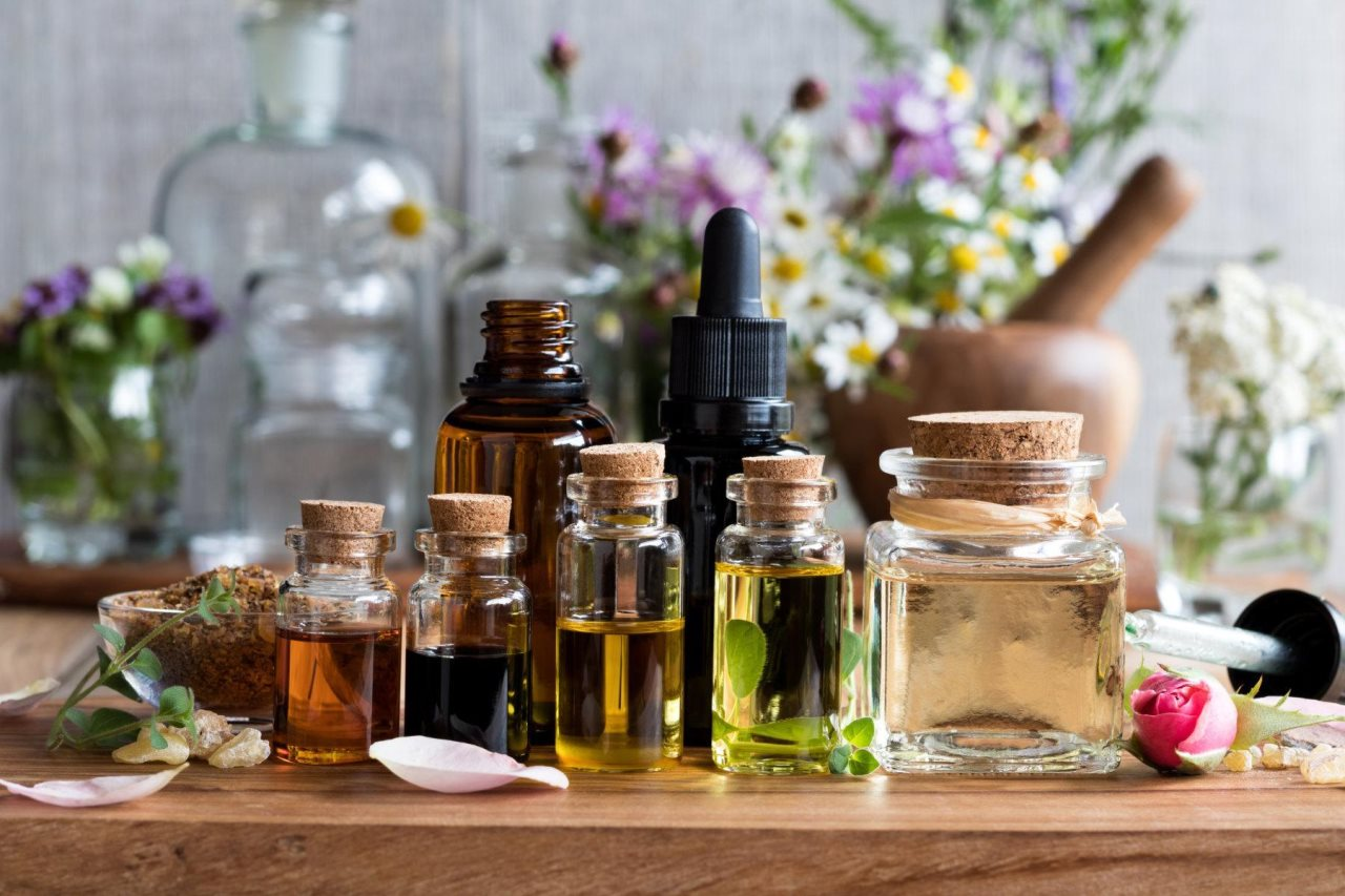 A HOLIDAY FOR YOUR SENSES WITH ESSENTIAL OILS
