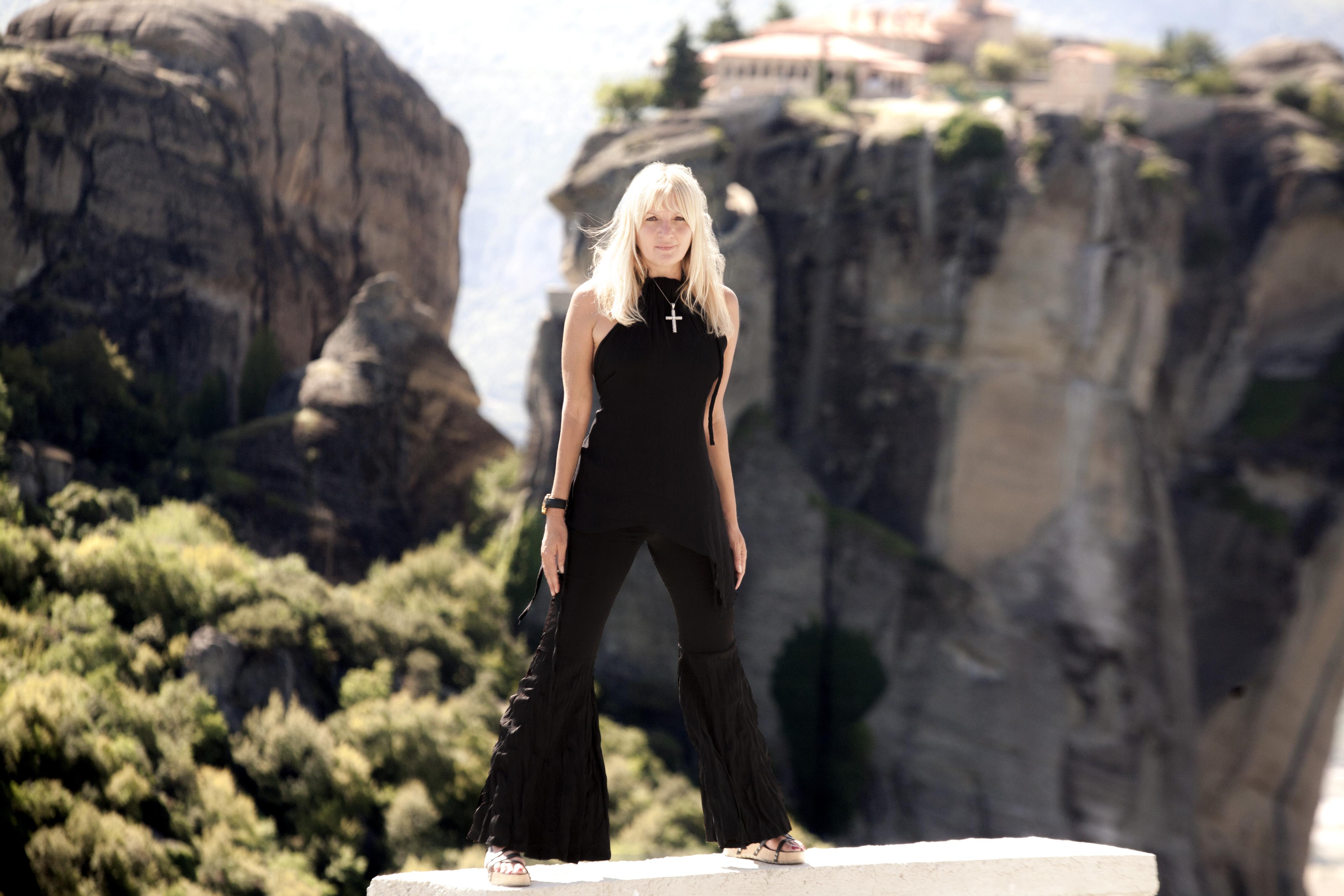 VESNA de VINČA: GRČKA – IZGUBLJENI U RAJU