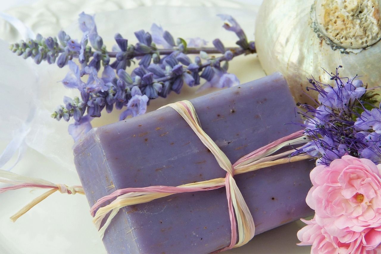 LAVENDER ESSENTIAL OIL – THE ONLY CARE YOU NEED